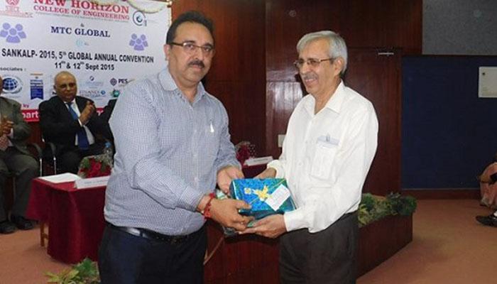 Sharma-Guru-award_0000_MTC_Global5